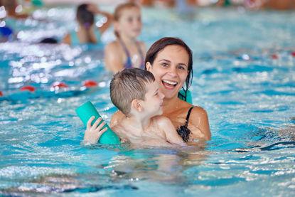 Bild von Eltern Kinder Schwimmkurs